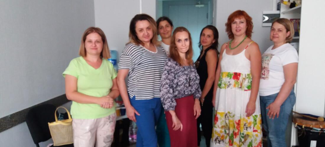 Участницы женской группы Ирины Владыкиной